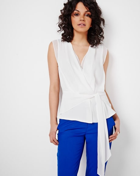 Sleeveless blouse with front tie