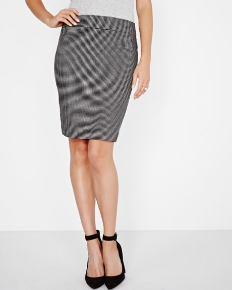 Modern Stretch Pencil Skirt in Black and White Jacquard