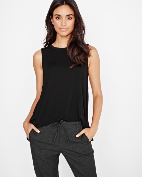 Sleeveless t-shirt with pleated back