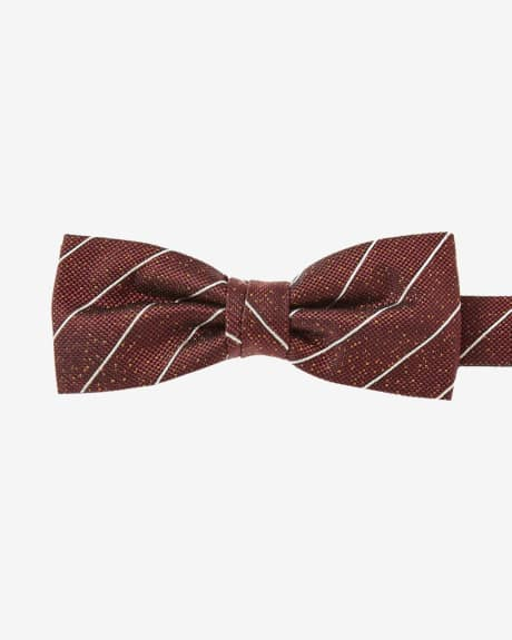 Skinny red bow tie with white stripes