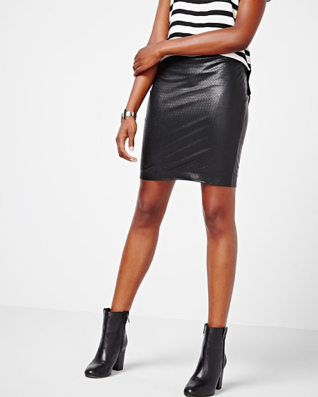 Textured Faux leather short skirt