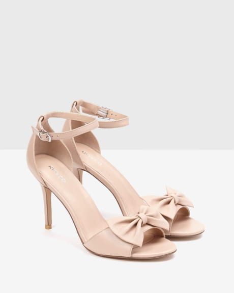 Nude open-toe sandals with bow