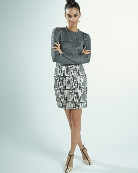 Short pattern skirt with sequins