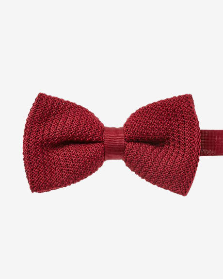 Wide solid knit bow tie