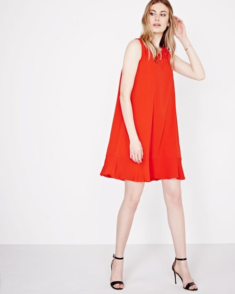Sleeveless shift dress with back bow