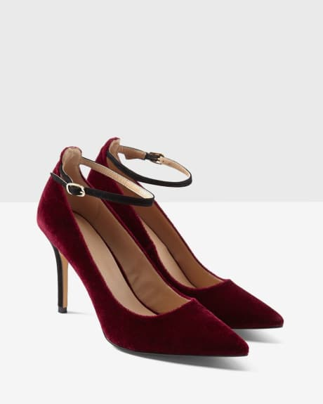 Velvet pumps with ankle strap