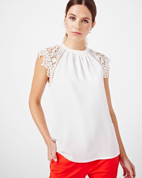 Sleeveless t-shirt with lace shoulders.Off white.XXS