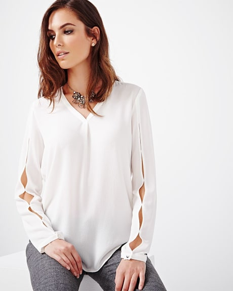 Granular crepe blouse with sleeve slits