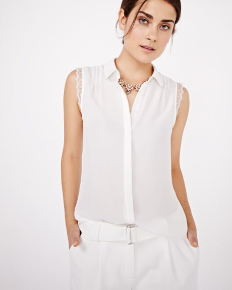 Buttoned-down blouse with lace trims