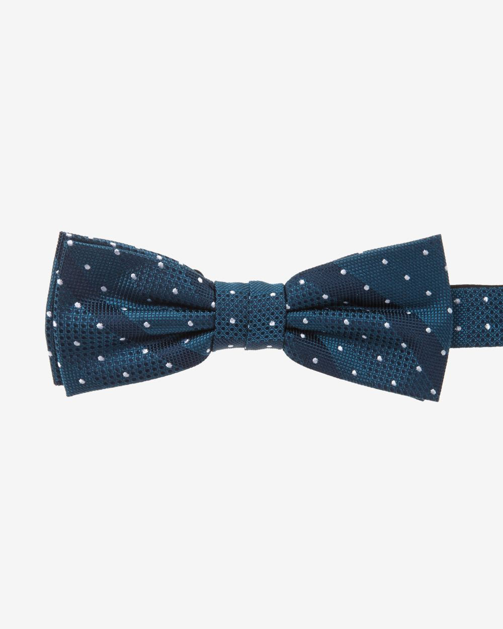 We've gathered several DIY tie tutorials and patterns from around the web - from bow ties to traditional neck ties to skinny mod ties, there's a tie for every kind of dad. tie sewing pattern, this is a great idea.