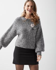 Cropped sweater with floral applique