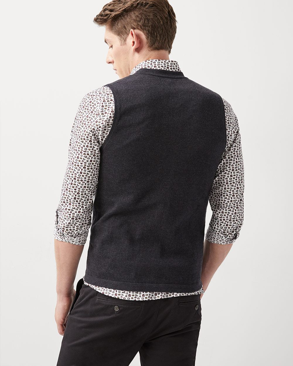 Button-down sleeveless cardigan