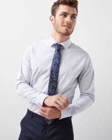Tailored fit small clipping dress shirt