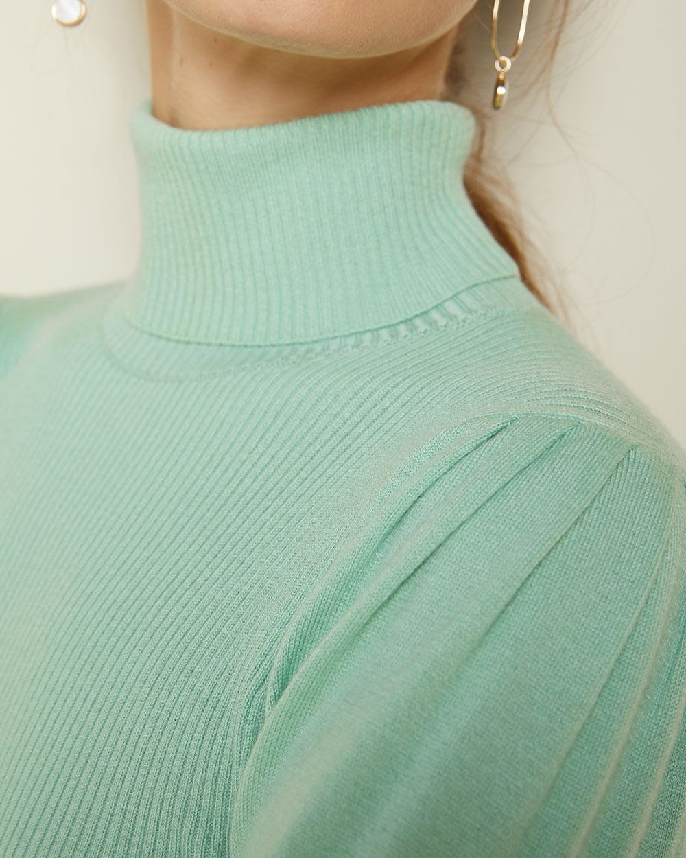 Puffy sleeve turtleneck sweater