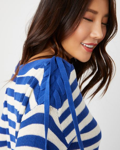 Striped sweater with Lace-up shoulder