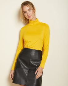 Fitted turtleneck t-shirt with buttons