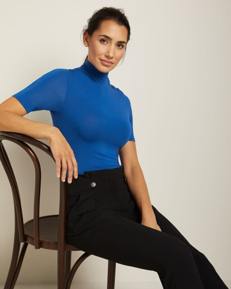 Fitted short sleeve turtleneck t-shirt with buttons