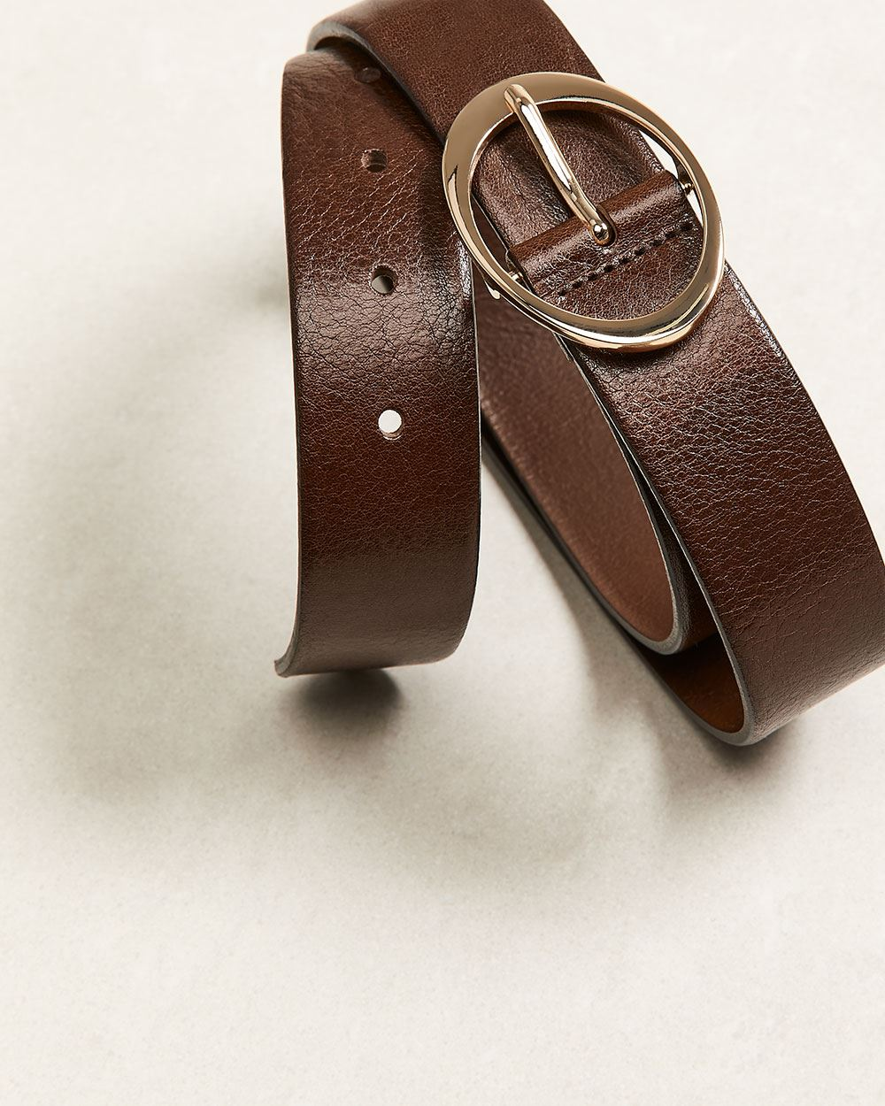 Leather belt with oval metal buckle