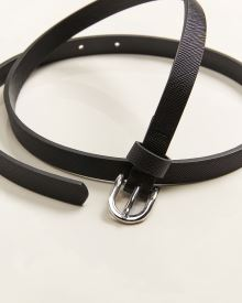 Skinny faux leather belt with oval buckle