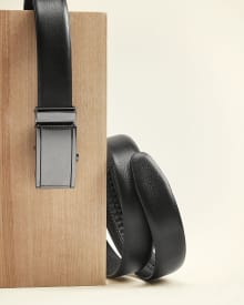 Textured Leather belt with automatic buckle