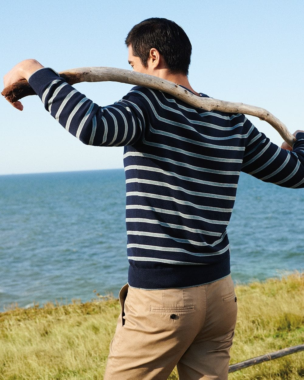 Raglan sleeve crew-neck twisted yarn sweater