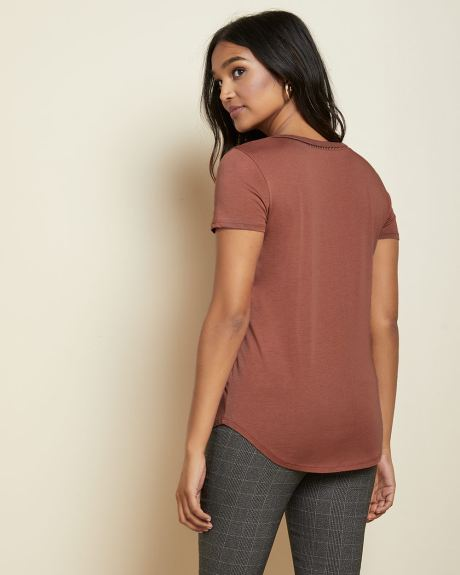 Detailed V-neck cotton and modal t-shirt