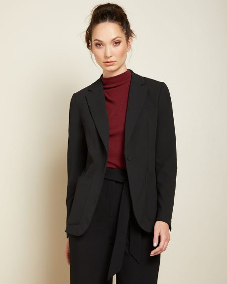 Stretch fitted blazer with patch pockets