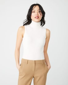 Sleeveless turtleneck white rib sweater