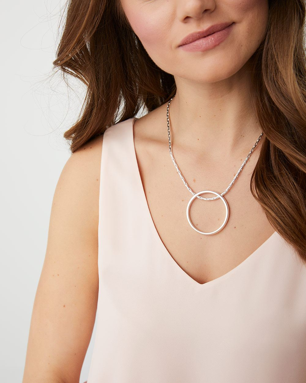 Circle hoop short necklace