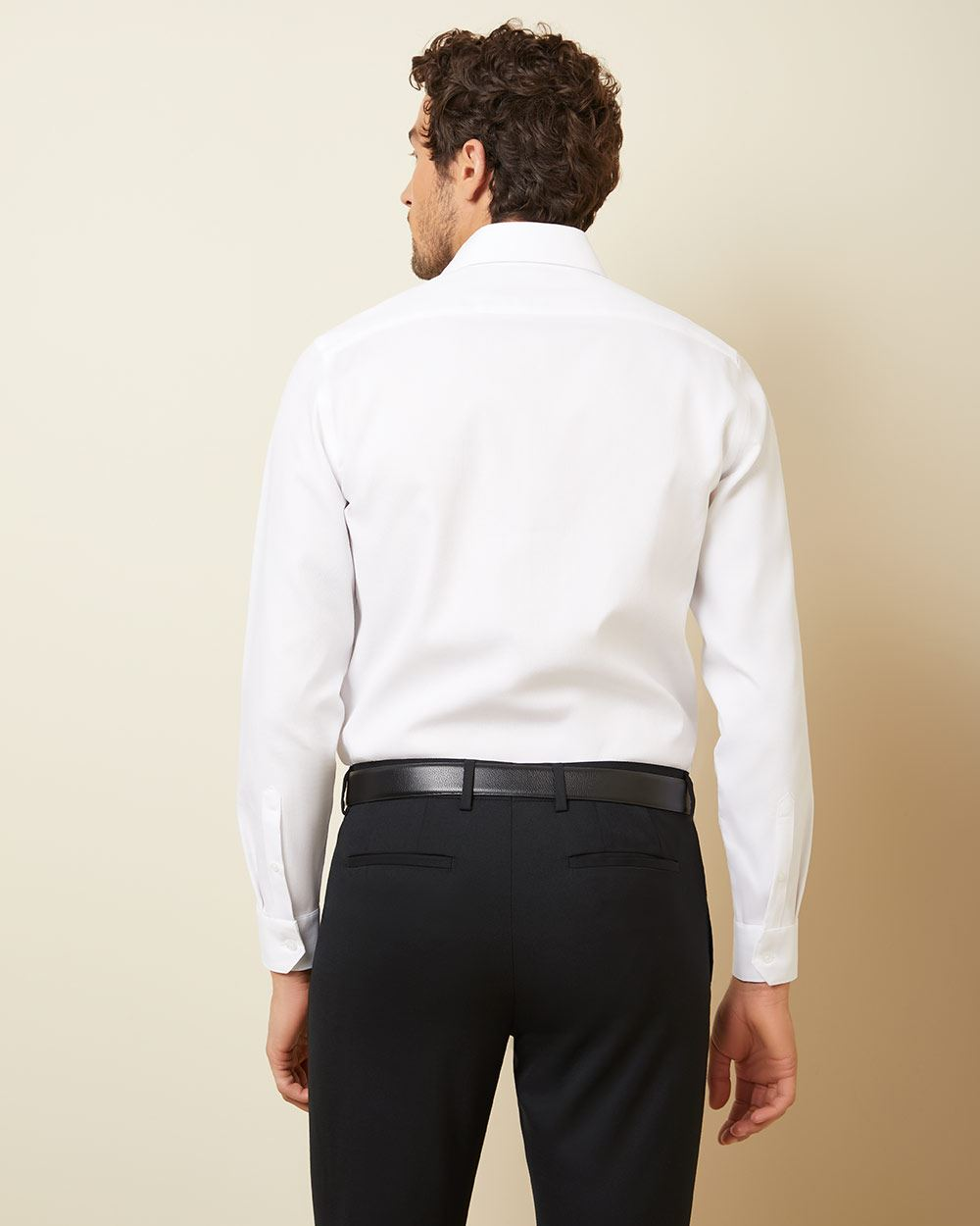 Tailored fit dress shirt with wide spread collar