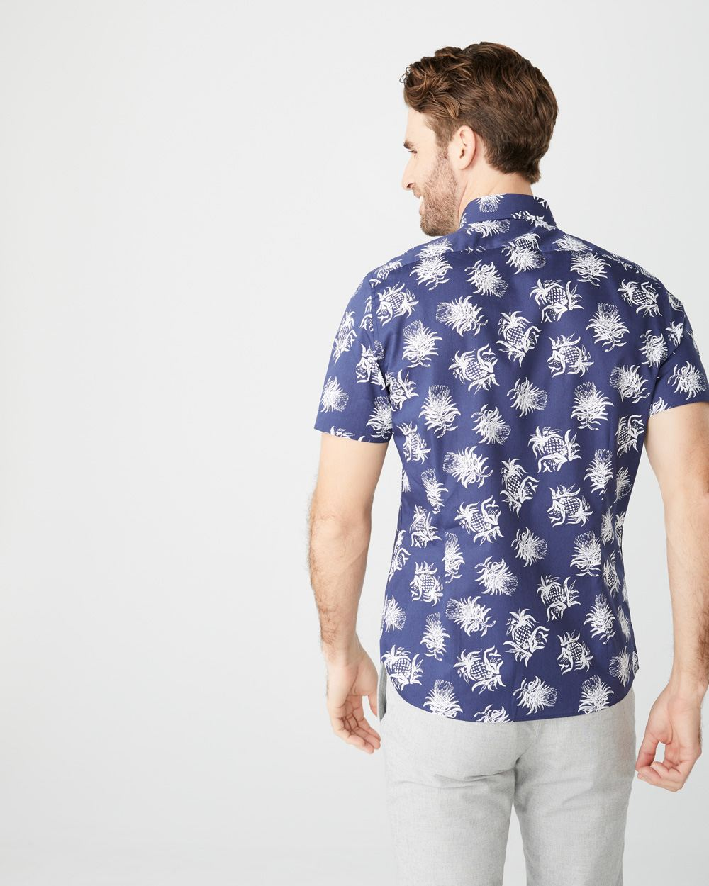 Tailored fit short sleeve pineapple-print shirt