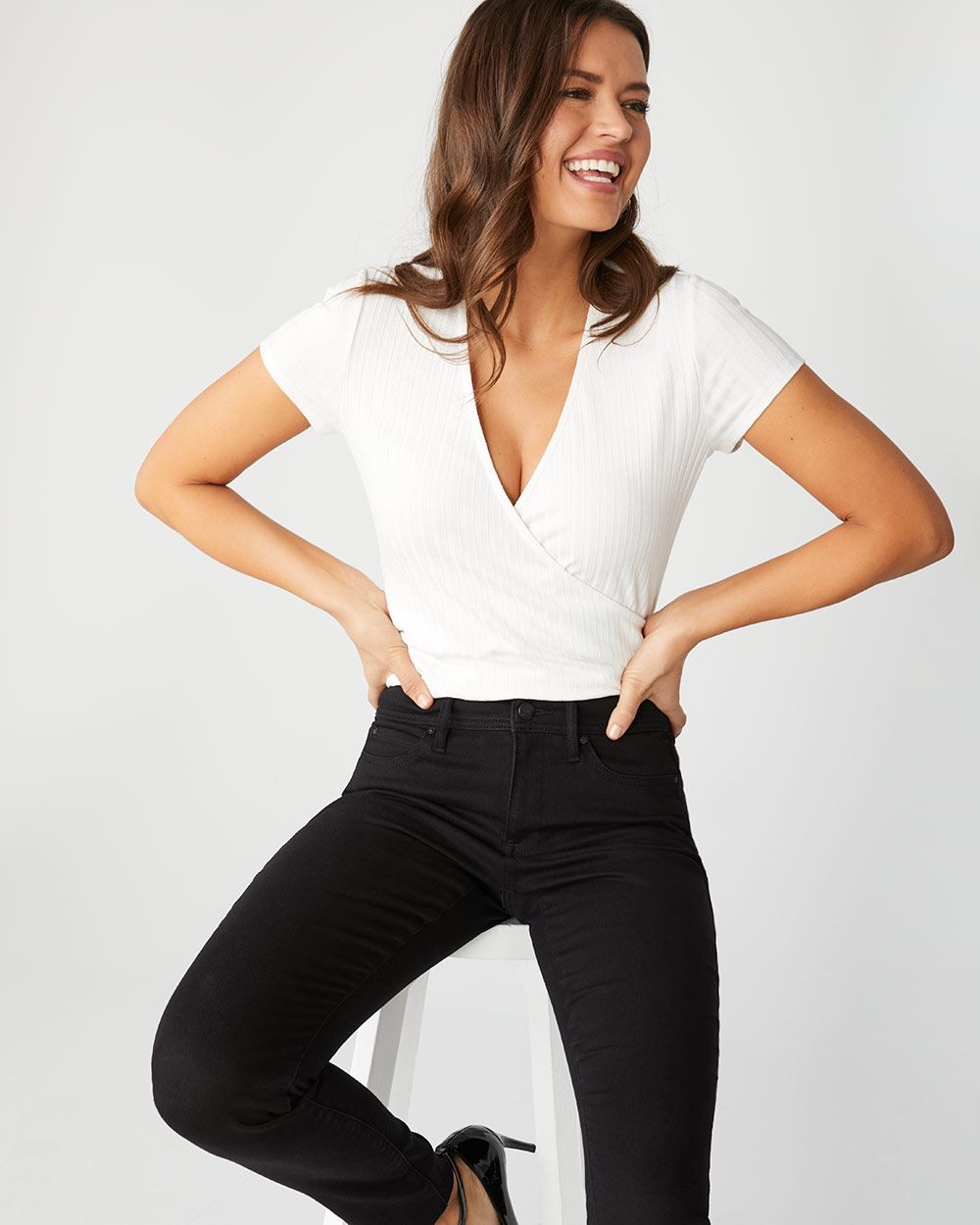Natalie Mid-rise pant in black - 32''