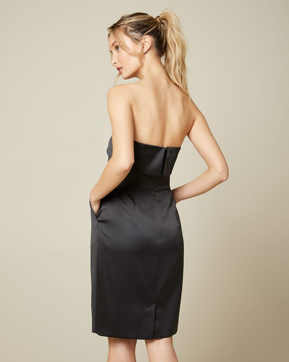 Robe cocktail bustier en satin