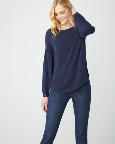 Popover blouse with detailed cuffs