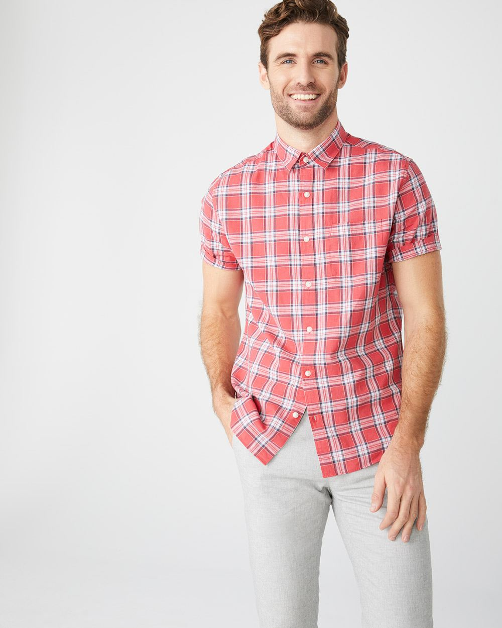 Tailored fit short sleeve checkered linen-blend shirt