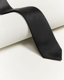 Regular dark solid tie