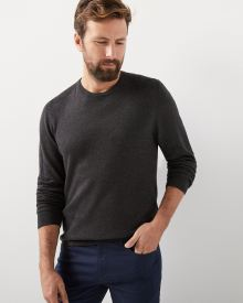 Crew-neck sweater with ribbed shoulders
