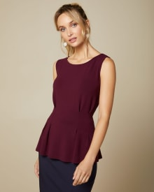 Sleeveless pleated t-shirt