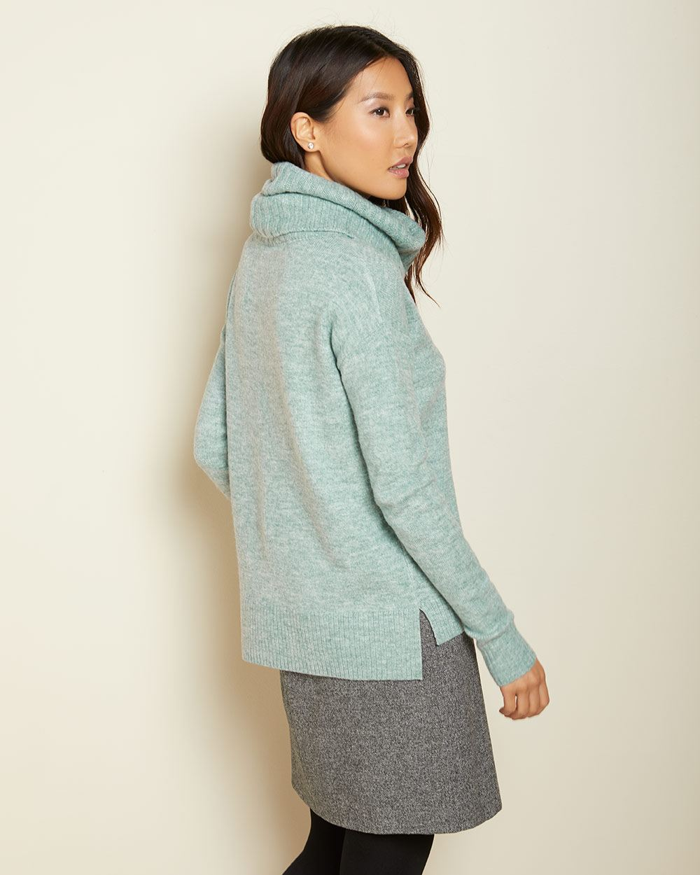 Spongy knit Oversize collar sweater