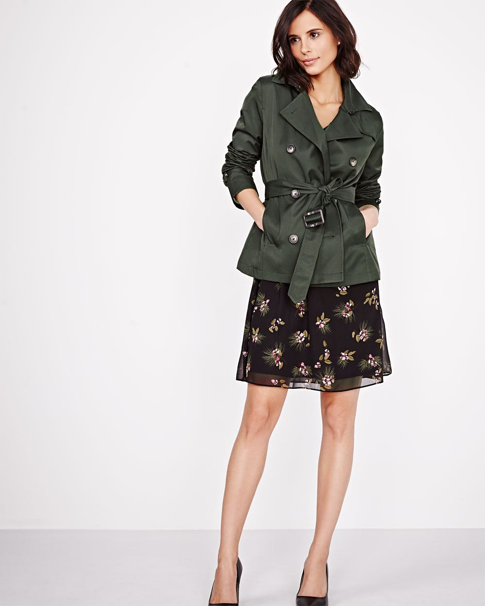 The military jacket, elegant white top and tailored short add a preppy feel to this outfit. Blazer and shorts: Banana Republic, Shoes and bag: Zara Sunglasses: Ray-Ban We love this more causal take on the military jacket.